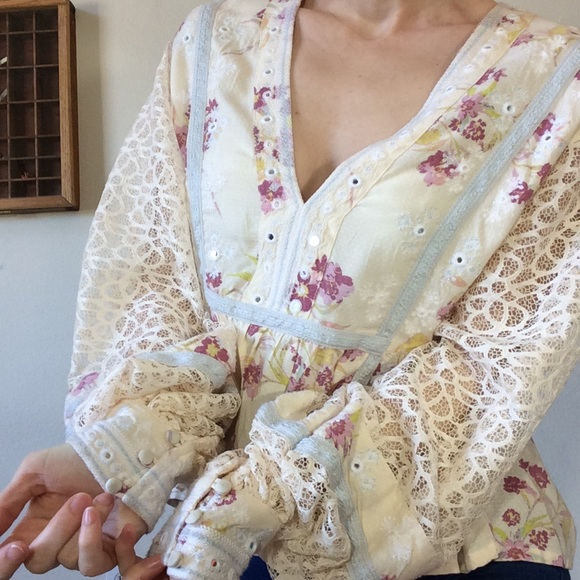 Free People Tops - Free People Cream Lace Billow Sleeve Blouse